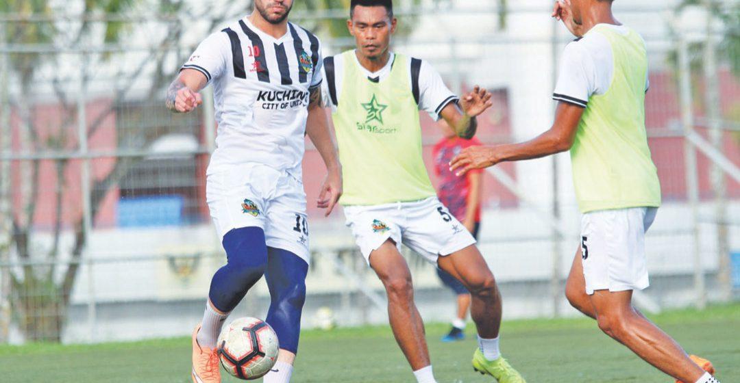 Alves, Dias azimat Kuching FA