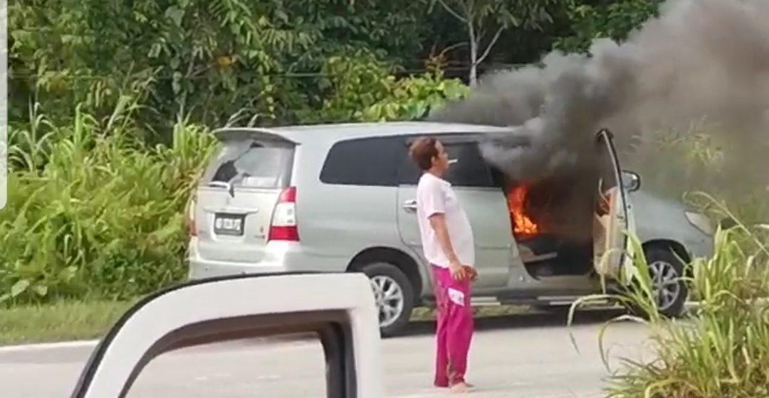 Lelaki kurang siuman bakar kereta sendiri di Sarikei