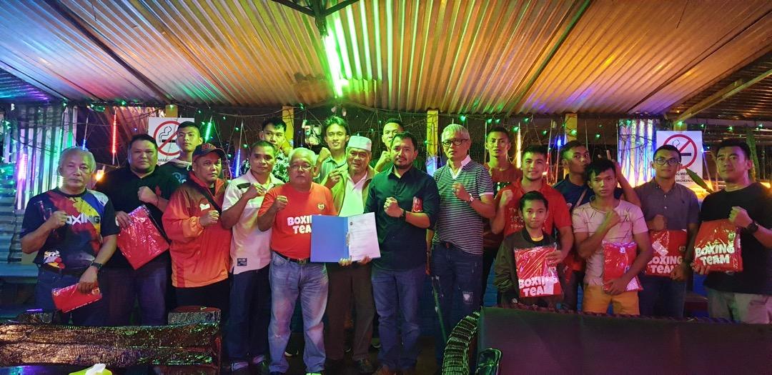 Tiga jurulatih taruhan tinju Sarawak