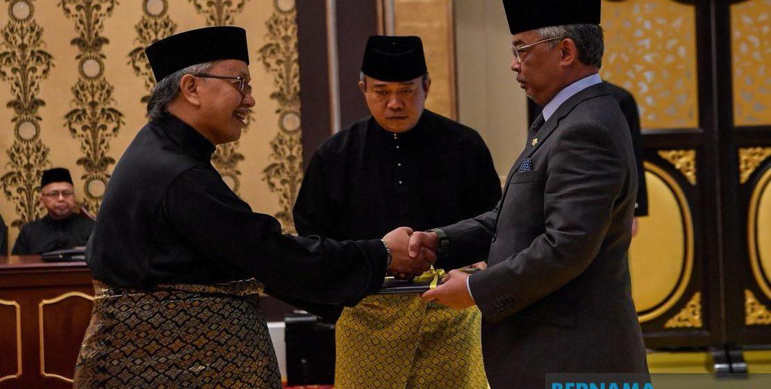 Agong kurnia Surat Cara Pelantikan Hakim Besar Sabah dan Sarawak kepada Abang Iskandar, anak kelahiran Sibu