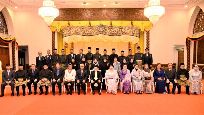 148 terima Darjah Kebesaran Negeri Sarawak