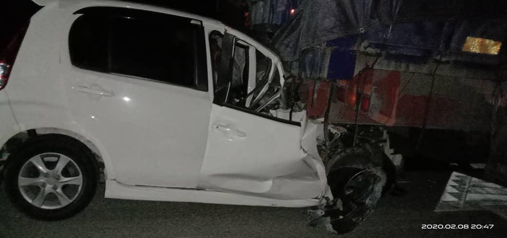 Seorang maut, cedera parah Myvi bertembung lori di Jalan Bintulu-Miri