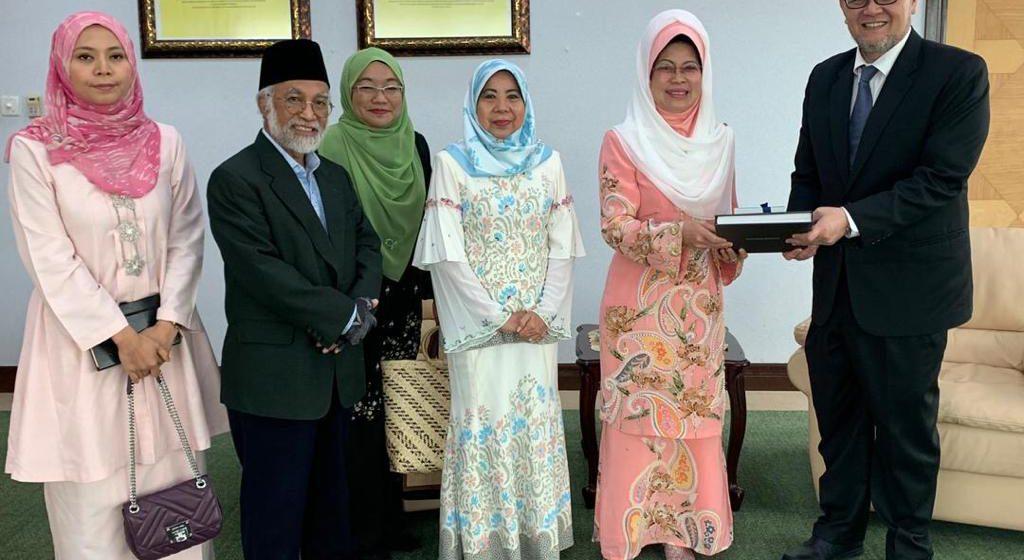 Kaul Brunei-S'wak tegap nengah pelajar