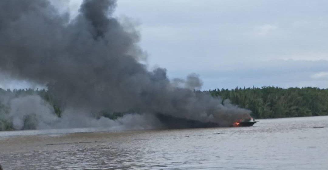 Bot ekspres terbakar di Sarikei