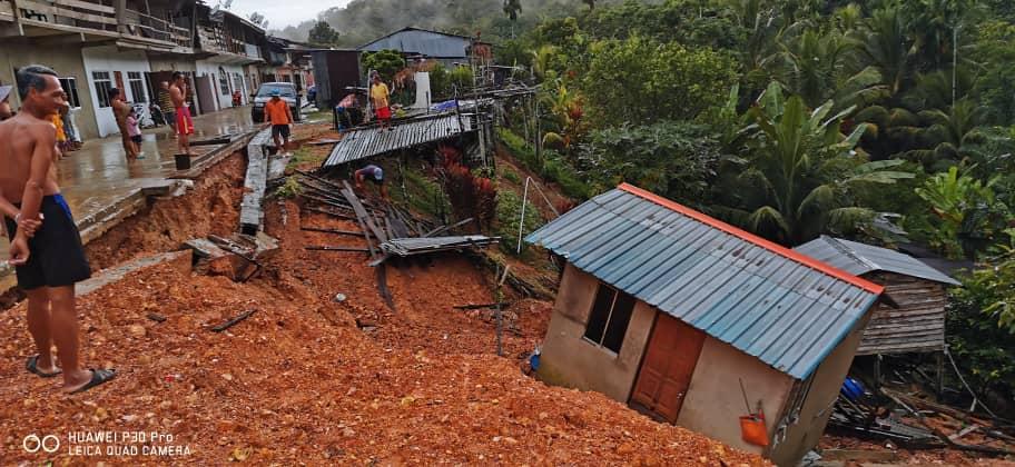 Tanju runtuh, rumah stor rarat ditaban tanah tusur