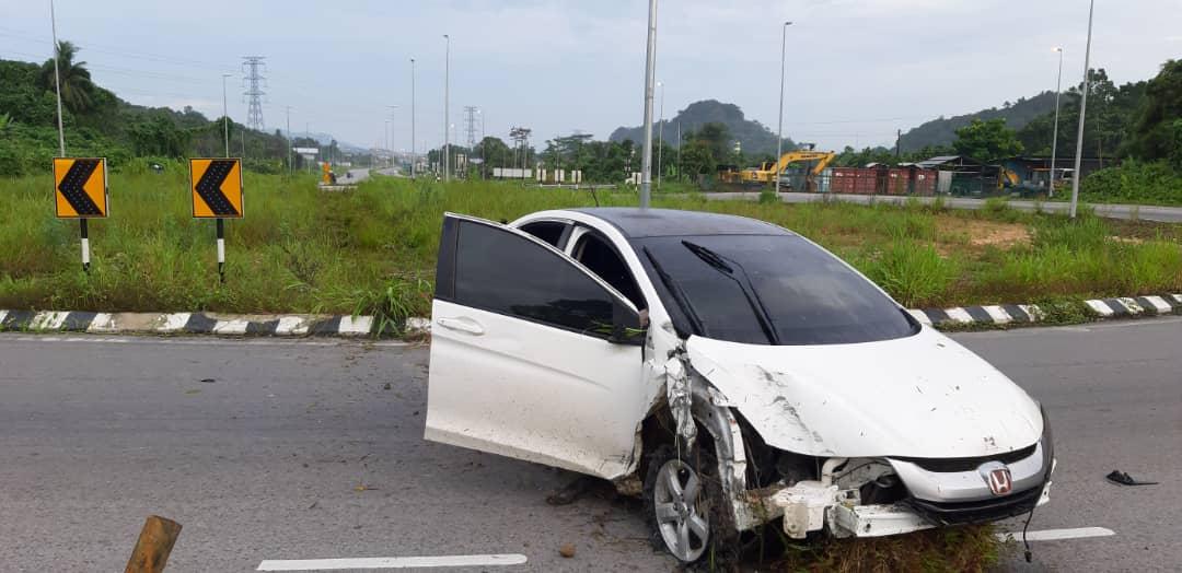 Polis rempuh kereta lelaki pandu lawan arus