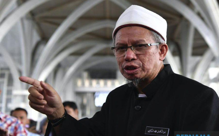 Tunggu pengumuman pelaksanaan solat tarawih, PKP – Dr Zulkifli