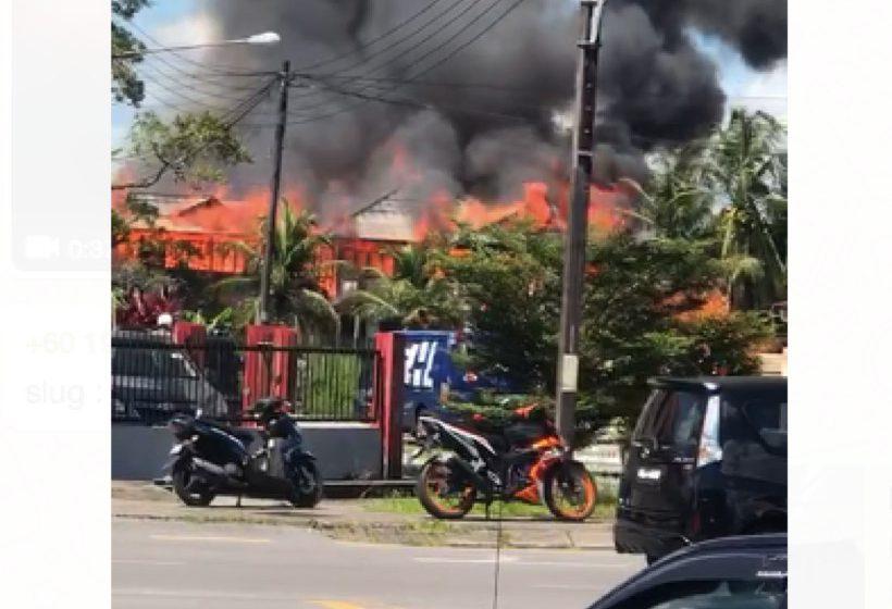 Rumah dua tingkat di Jalan Pisang musnah terbakar