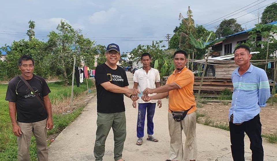 Saya beli hasil tani orang kampung, produk jualan untuk diagih kepada yang memerlukan. Saya bersama anda ketika anda perlukan saya – YB AJ