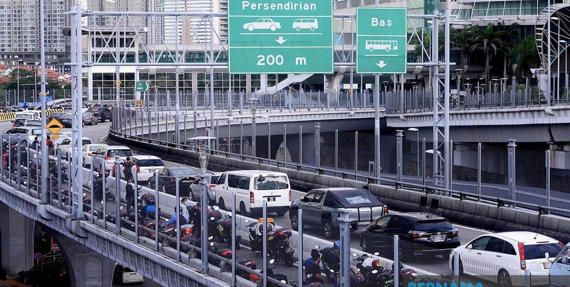 Rakyat Malaysia bekerja di Singapura rayu dibenarkan berulang-alik