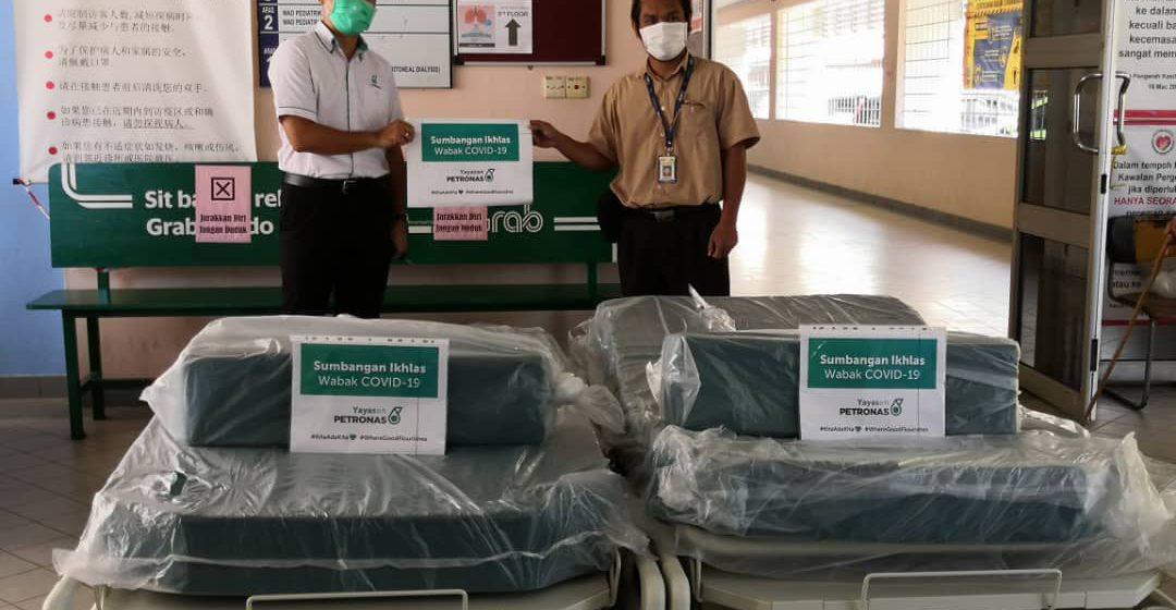 Yayasan PETRONAS sumbang tujuh tempat tidur ICU untuk hospital di Sarawak