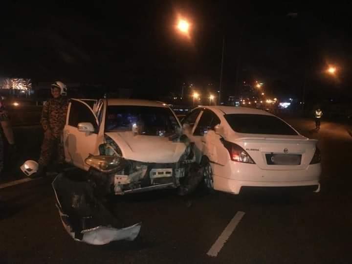 Dua buah kereta terlibat kemalangan, seorang pemandu tersepit