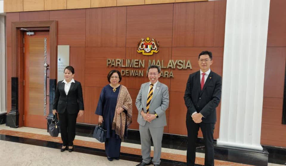 Dua Senator Iban banggakan Sarawak