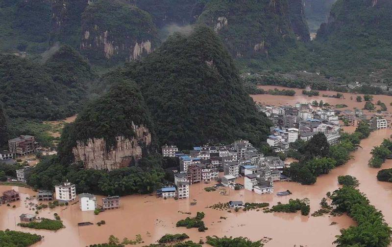 Puluhan maut akibat banjir di selatan China