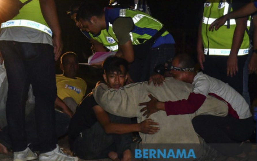 Keluarga mangsa bot terbalik berharap mereka yang hilang segera ditemui