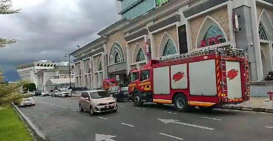 Remaja OKU hilang kawalan diri di luar tingkat lapan Majma Mall