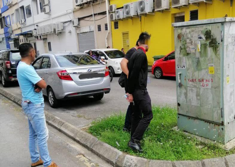 Lelaki disyaki pecah kedai telefon di Satok dicekup