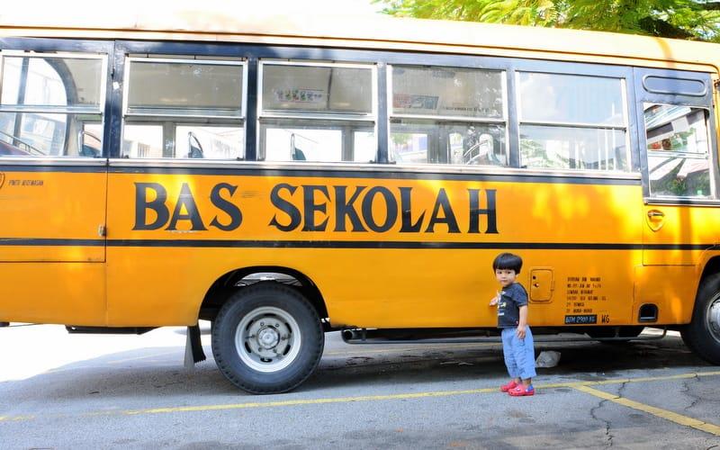 Pengendali van dan bas sekolah di Sarawak terima bantuan BKSS
