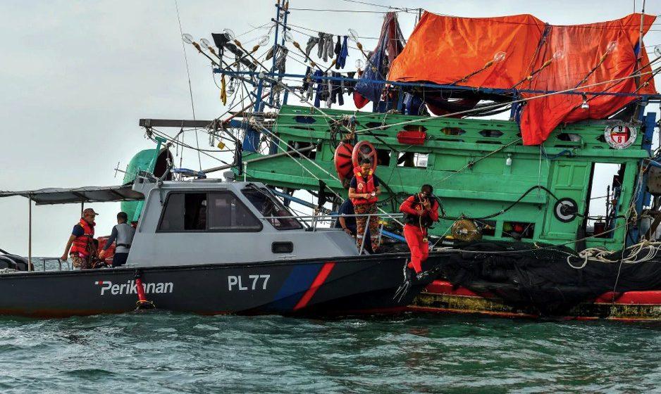 Tragedi bot terbalik: Isteri yakin suami masih hidup