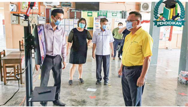 300 beg untuk pelajar tiga sekolah