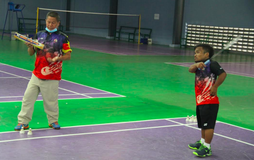 Dari layar perak ke gelanggang badminton