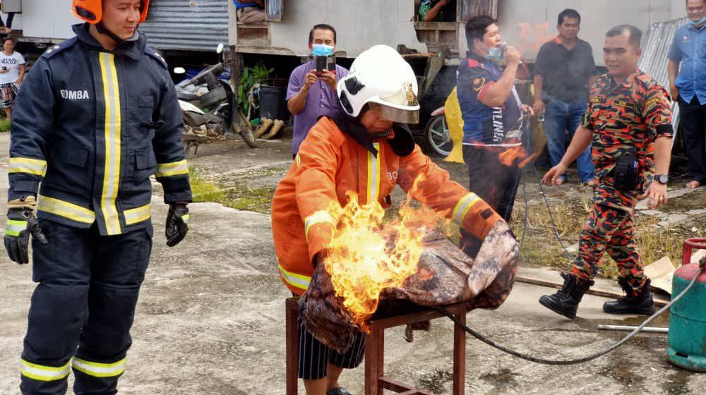 Pengelandik ngerara api nyeliah penusah 'karam di darat'