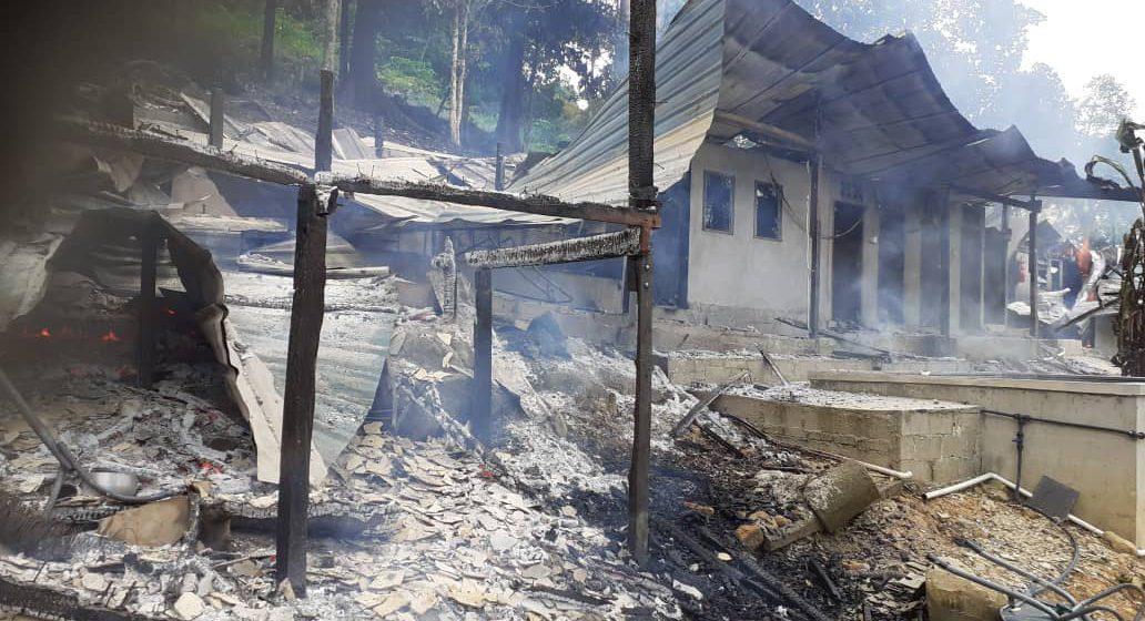 Sebuah rumah penginapan di Kampung Daun Singgai terbakar petang tadi