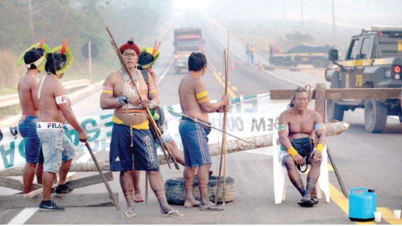 Perang Covid-19: Suku asli Amazon sekat jalan