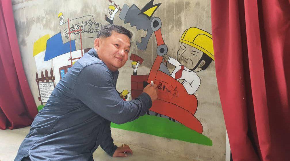 Lukis mural hargai YB