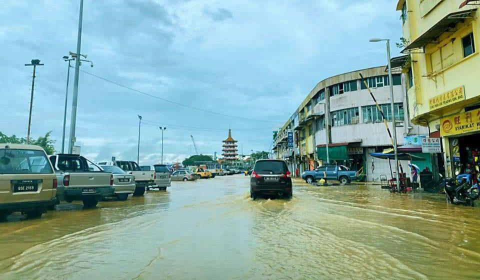 Pekan Kanowit, bandar Sibu dilanda banjir
