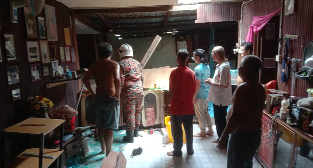 Cemas dapur rumah runtuh