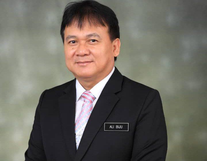 Pemidang Datuk Awang sempama 'lenyau siti tajau ke pemadu berega'