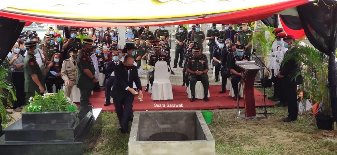 Jasad mendiang Awang Raweng selamat disemadikan di Makam Pahlawan