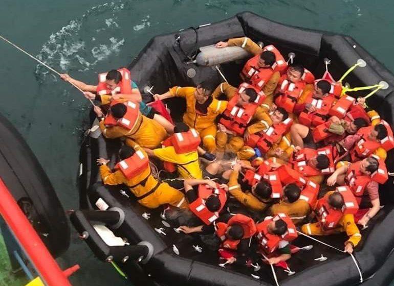 Siku bebadi nyawa, 187 kru kapal selamat