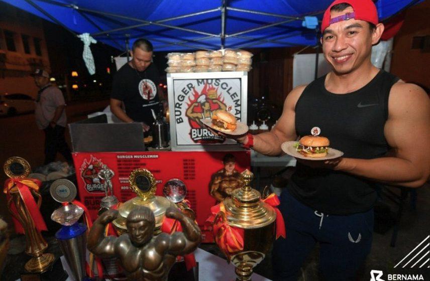Burger salmon atlet bina badan negara cetus fenomena baru di Kuching