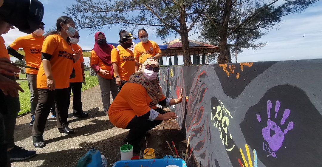Tiga minggu berentak nero mural di taba Kala Dana Mukah