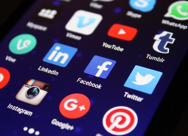 Bergantung rezeki melalui media sosial