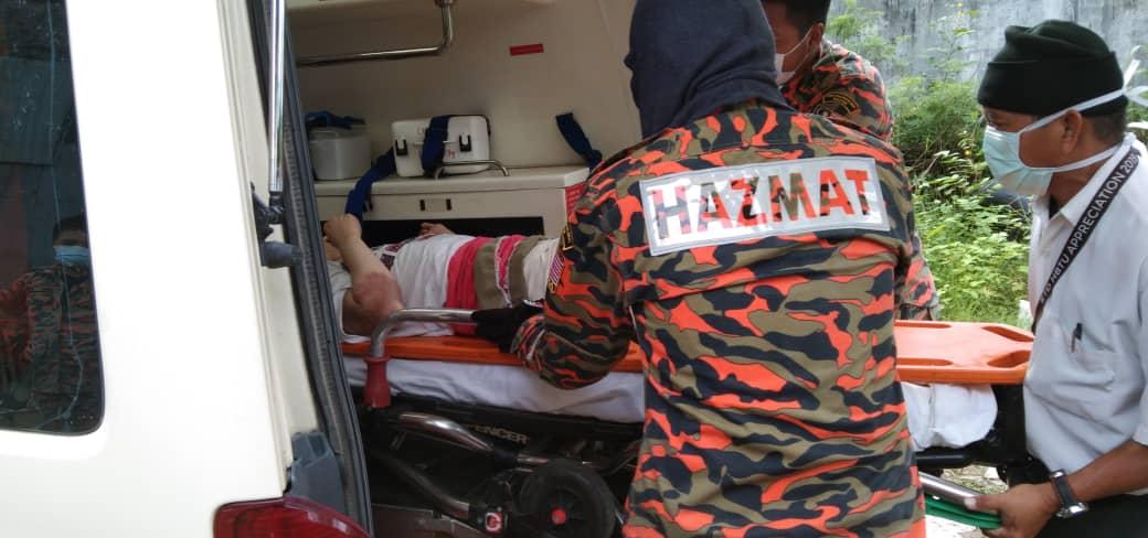 Khidmat khas bomba bantu pindahkan lelaki OKU