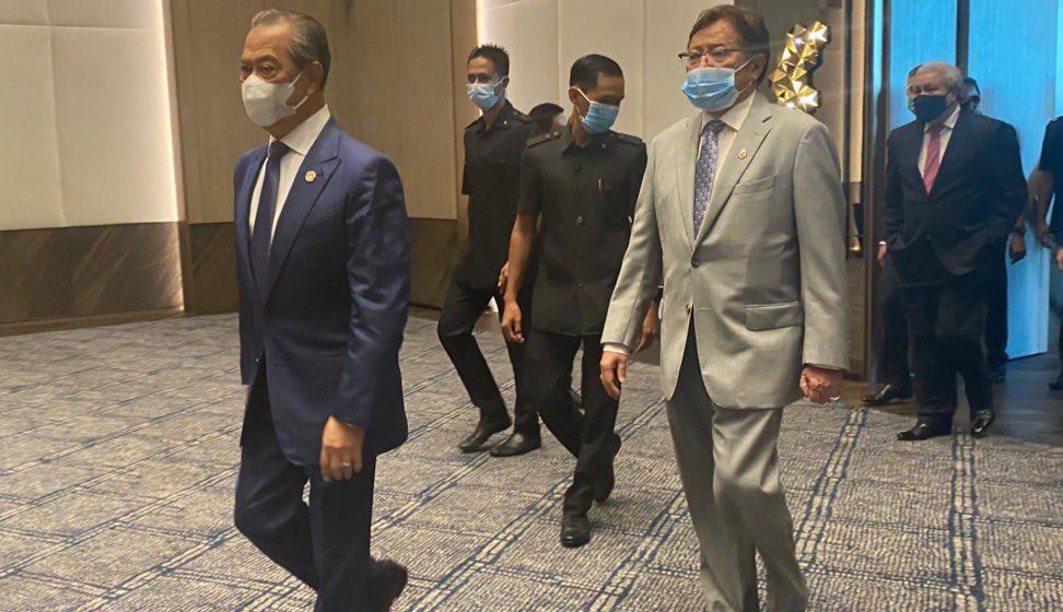 Muhyiddin alu-alukan penyelesaian komersial minyak dan gas di Sarawak