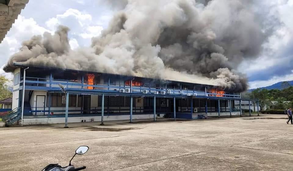Balai Polis Belaga musnah terbakar