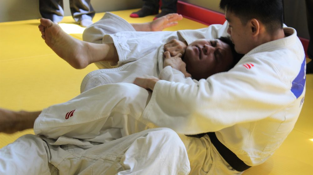 Kaki bangku suka judo