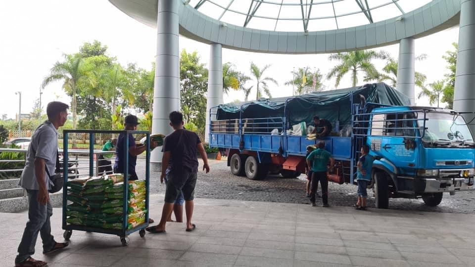 Bantuan makanan disalurkan kepada penduduk Kampung Sungai Ud Dalat