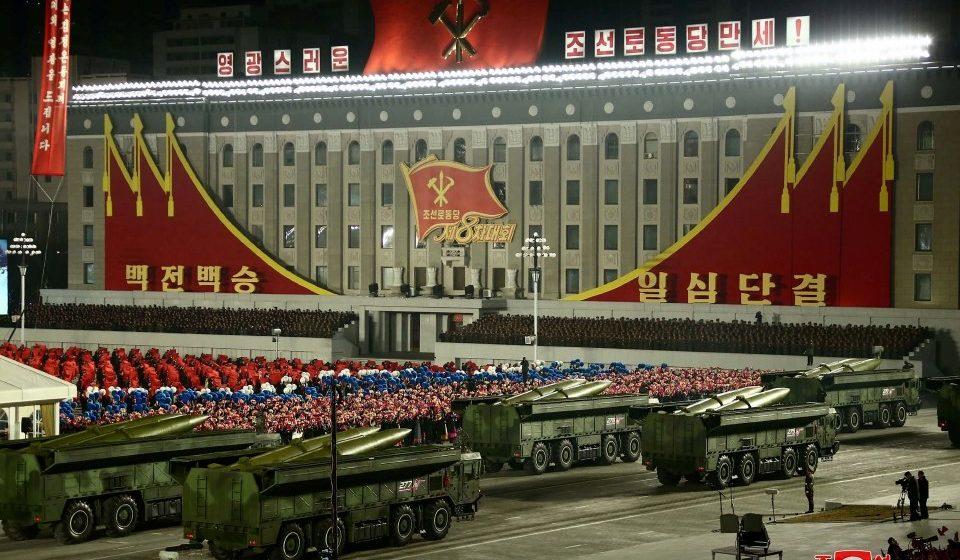 Korea Utara pamer kekuatan tentera