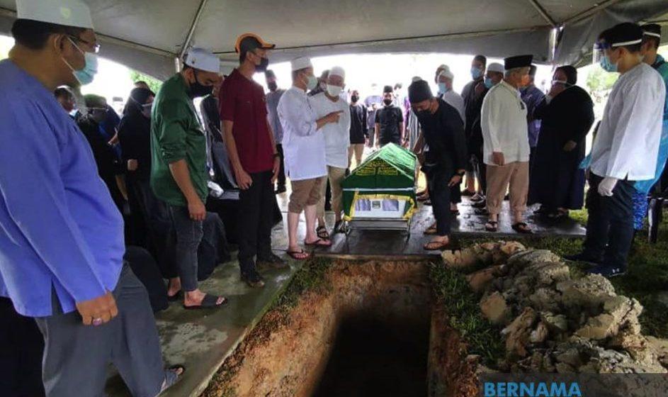 Jenazah ibu Menteri Kanan Kerja Raya selamat dikebumikan