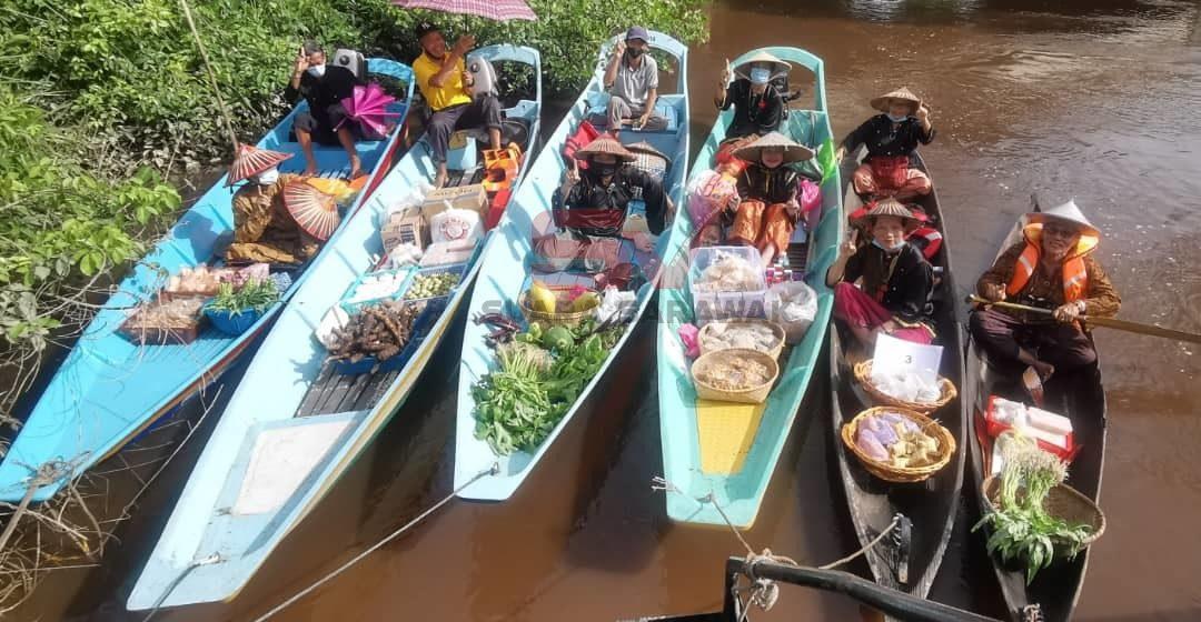 Pasar Terapung Sungai Tellian dilancarkan secara rasmi hari ini