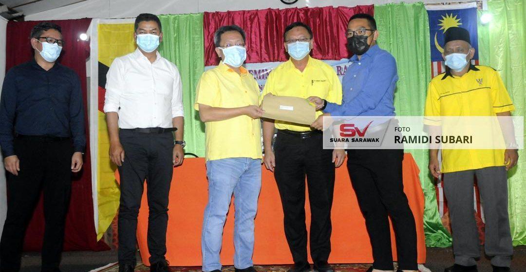 Kumpulan pertama terima surat tawaran Projek Rumah Mampu Milik di Kampung Bunga Rampai, Bau