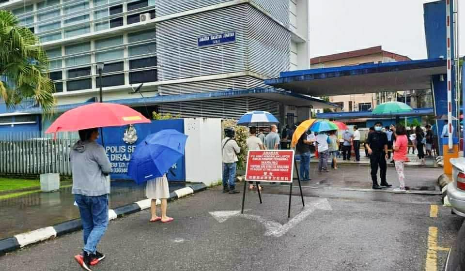 Ratusan majikan banjiri Balai Polis mohon permit kebenaran beròperasi