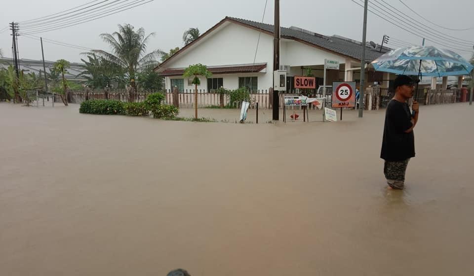 Antara gambar kawasan yang dinaiki air