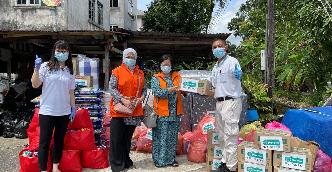Mangsa kebakaran Taman Suria Matang Jaya terima sumbangan