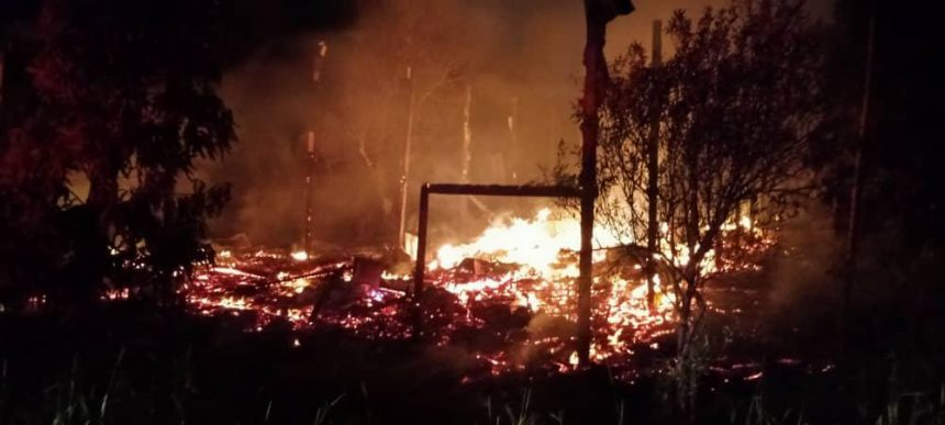 Sebuah rumah ba Kpg Batang Maro angus tengah malam tadi